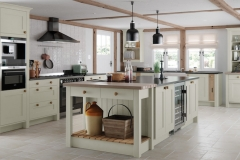 traditional-country-georgia-painted-mussel-kitchen-hero