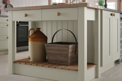 traditional-country-georgia-painted-mussel-kitchen-island